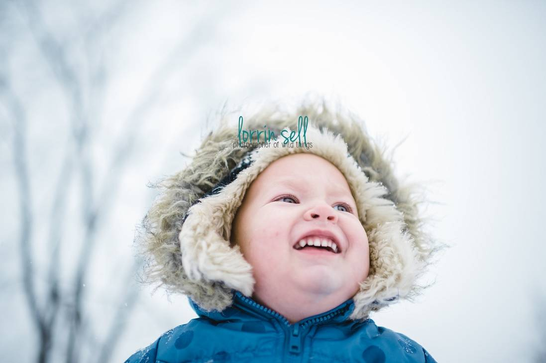 next time you're outside playing with your kids in the snow, try these tips to improve your snow photography
