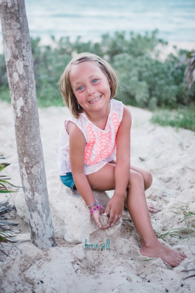 i love taking pictures of our trips to the beach! i just want them to REALLY show how awesome the trip was!! check out these 8 secrets for better beach pictures at the beach.