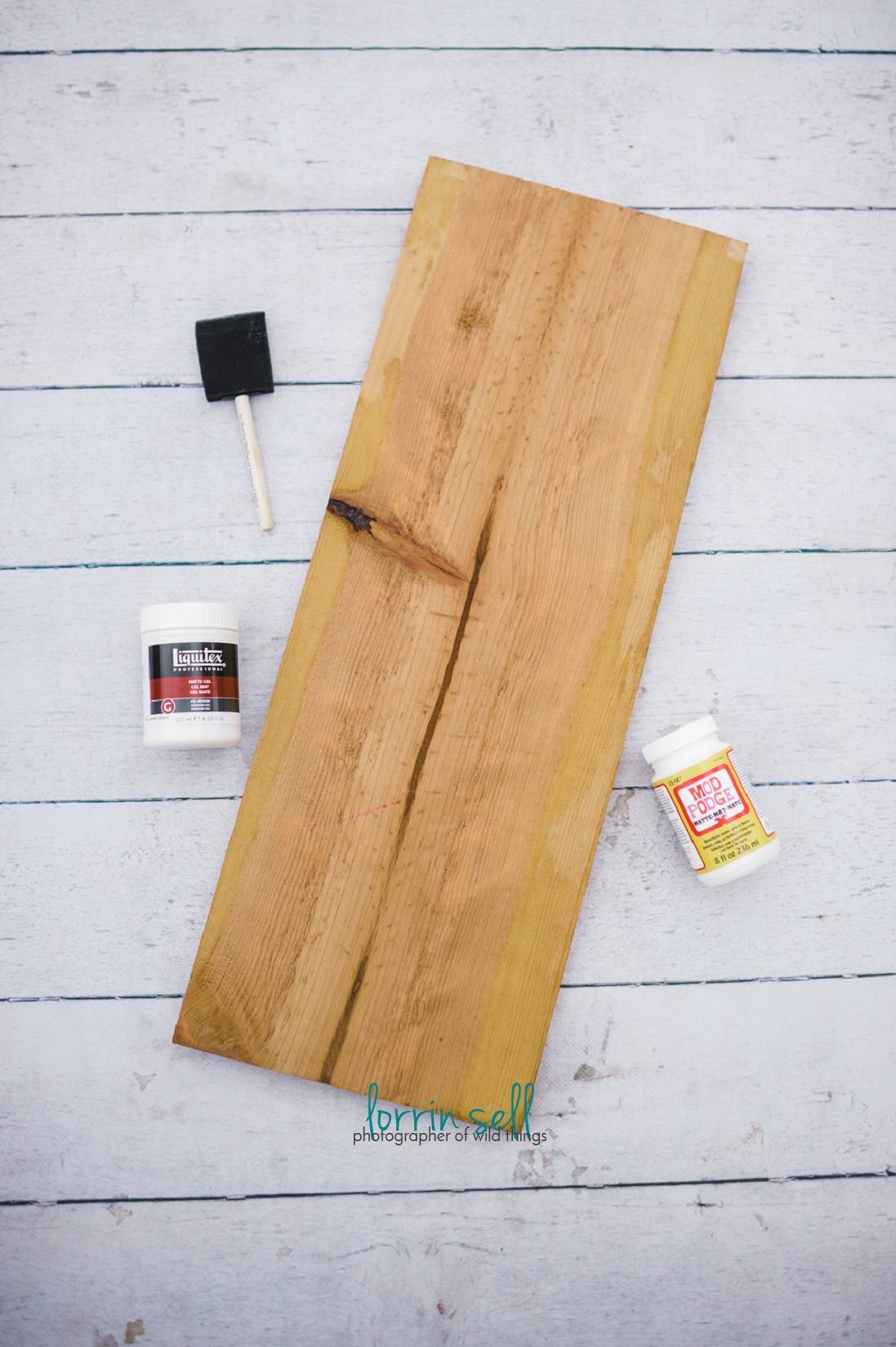 This photo transfer onto wood is the coolest diy photo craft