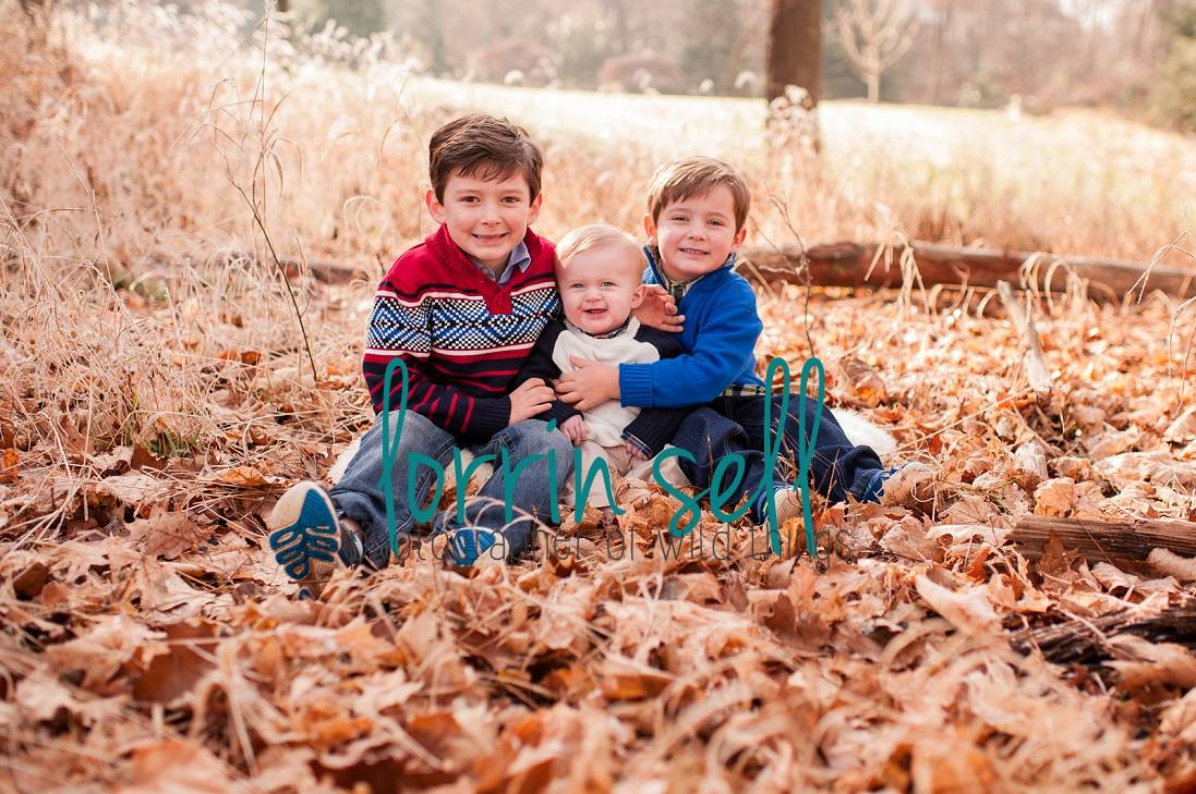 Fall is such a fun time to take pictures of your family. Here are 25 ideas for pictures to capture this fall, and every fall!