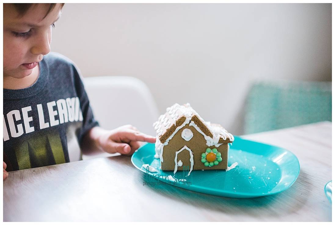 gingerbread houses can be super fun to make with kids--and frustrating. if you're thinking about making one, you're definitely going to want to read this!