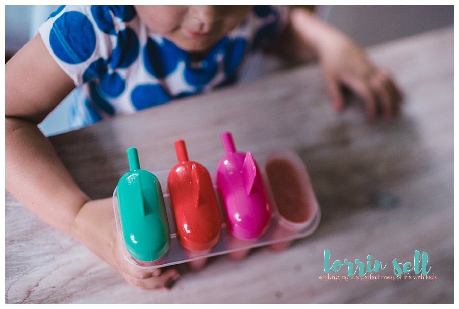 These strawberry lime popsicles are absolutely delicious and so easy to make. I love when we find a recipe that's easy and fun!