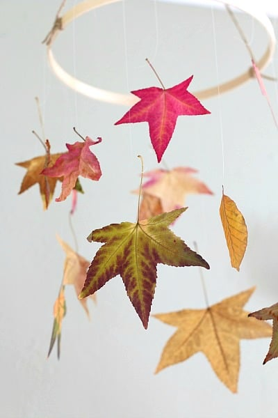 These kid crafts that use leaves are so fun, and simple.