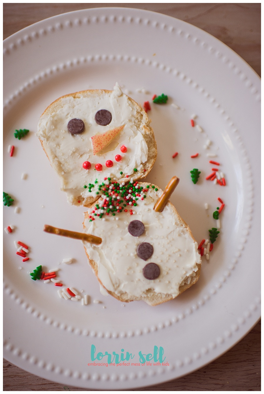 This is the perfect Frosty the Snowman activity, and it was simple to make, and delish!  Plus, it's adorable! The kids loved it!