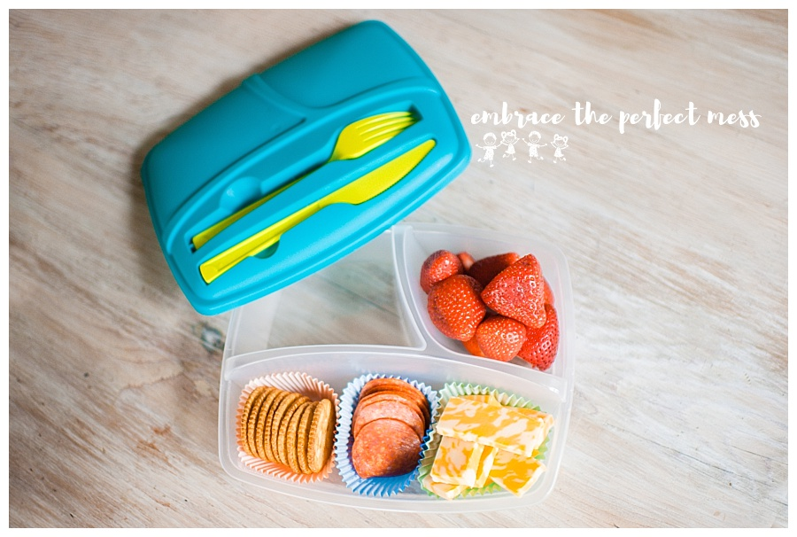 School is just around the corner and if you're packing school lunches you will love these school lunch hacks!